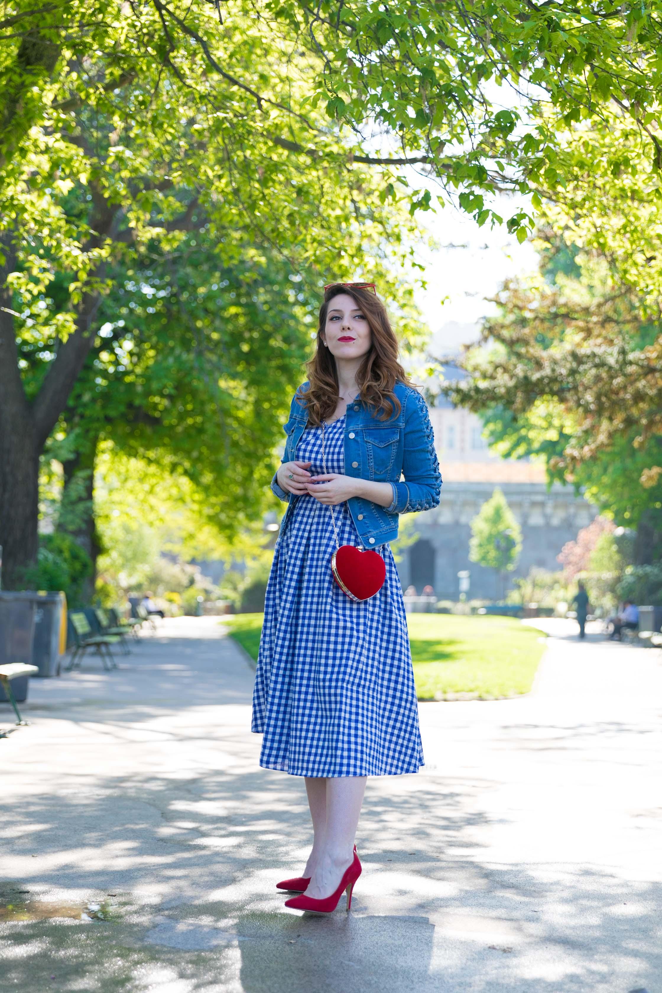 sac coeur rouge robe retro vichy bleue veste en jean tresse ile de la cite paris charlie sugar town