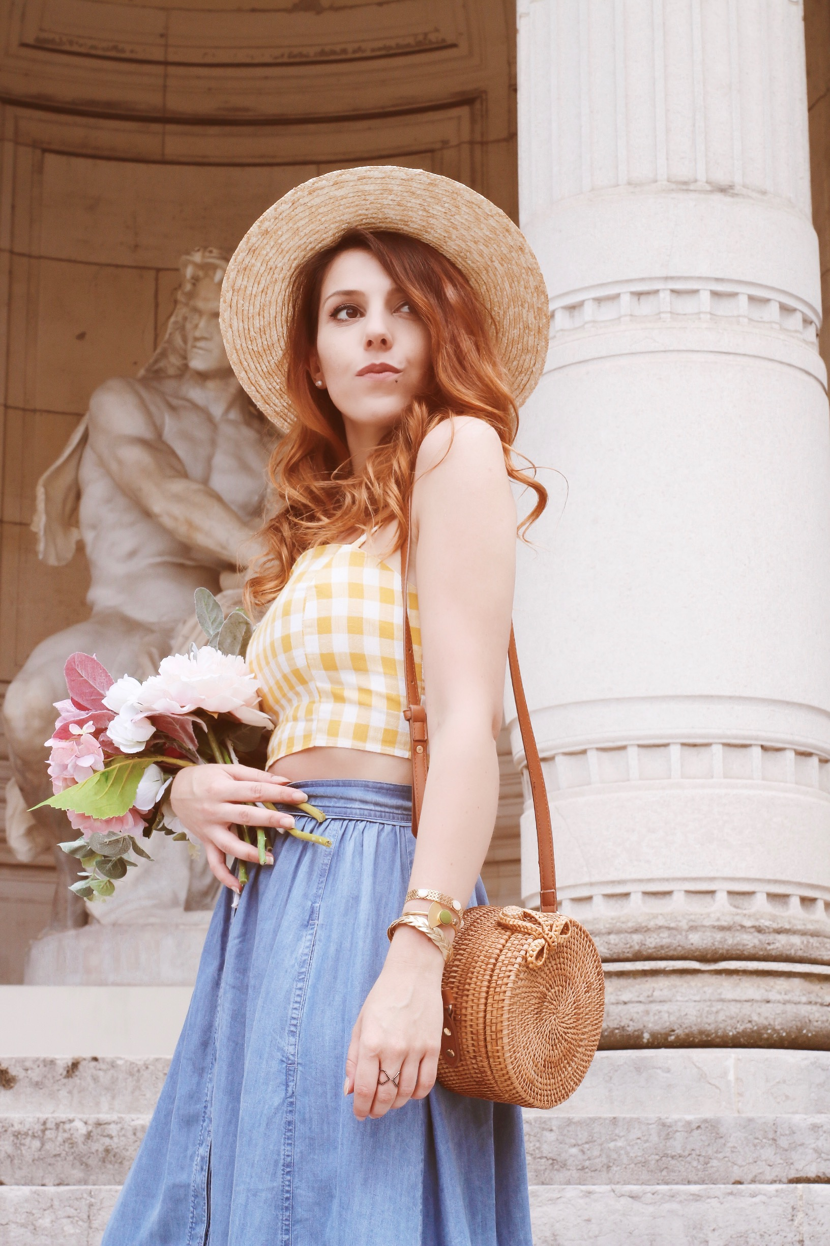 Tenue-retro-parisienne-jupe-denim-paul-and-joe-top-bershka-sac-rotin-musée-galliera-paris-charlie-sugar-town