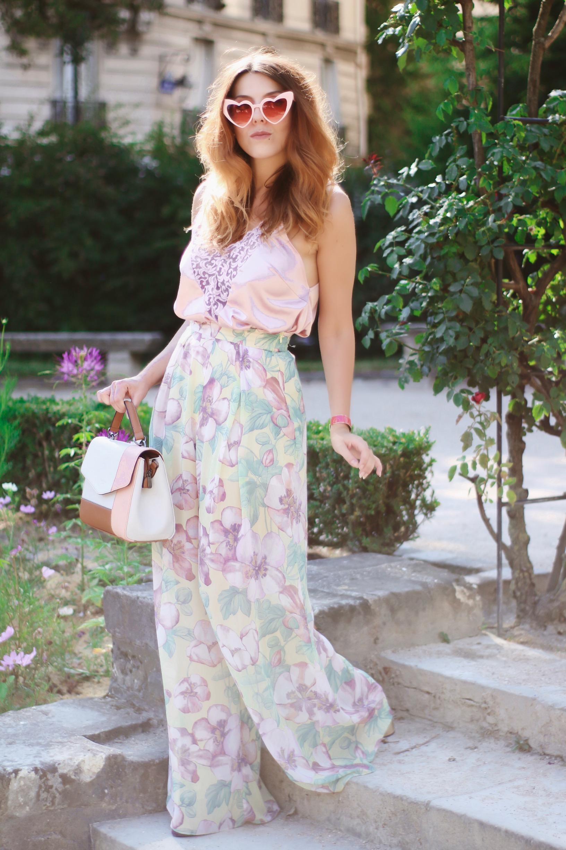 pantalon oversize fleuri pastel sandales carven sac hexagona charlie sugar town