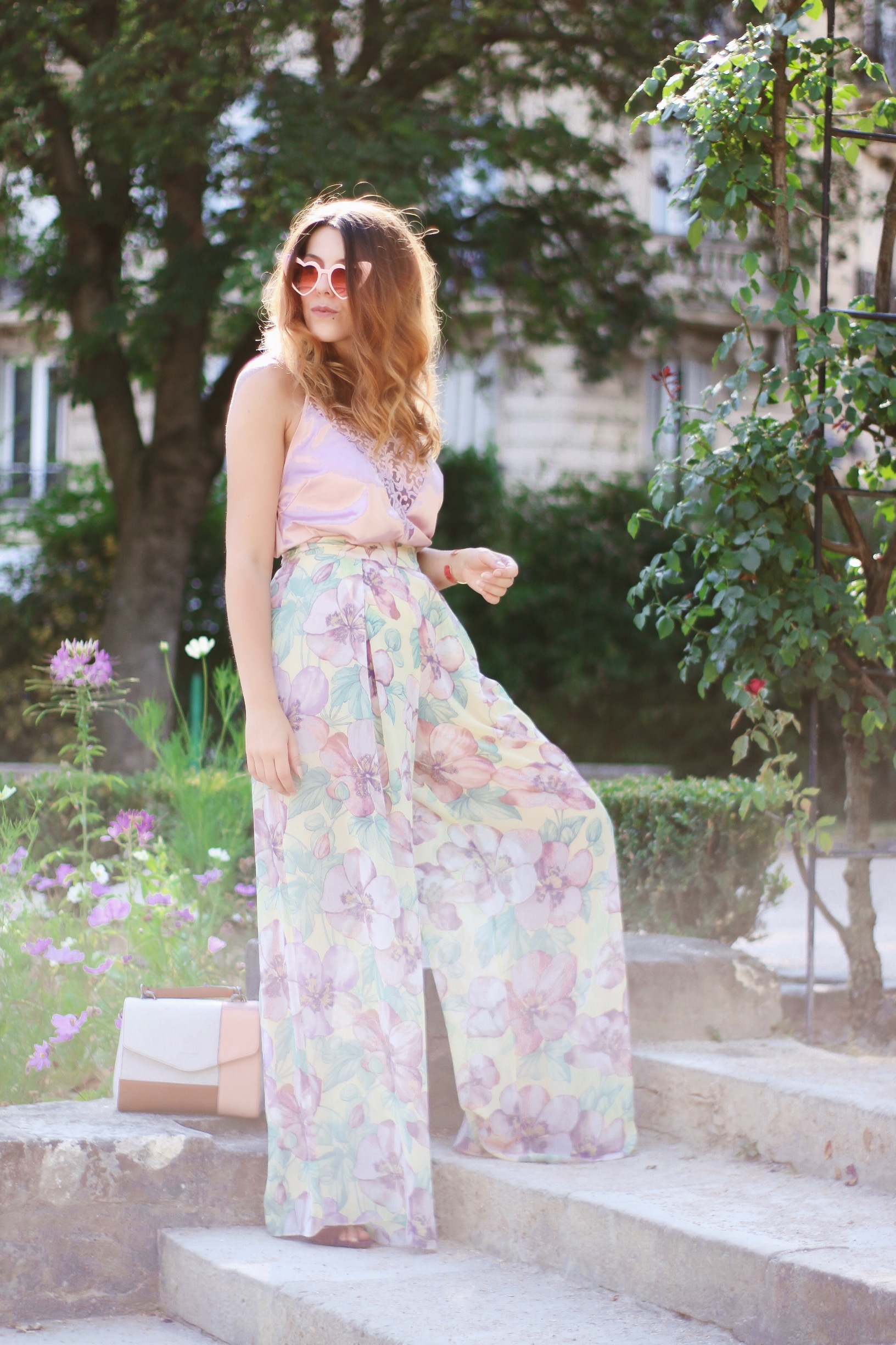 pantalon oversize fleuri pastel sandales carven sac hexagona charlie sugar town pin up vintage blog mode retro vintage paris