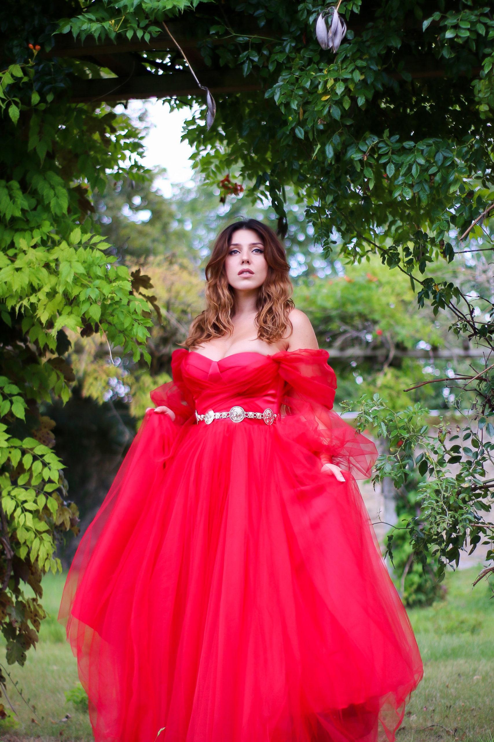robe de bal rouge Ari Kosovo mode robe de cocktail robe de soirée