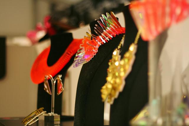 Sarah Angold Studio – Bijoux et lumière.